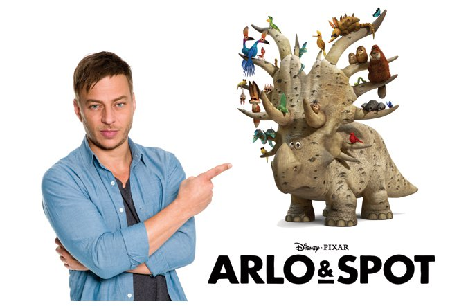 interview mit tom wlaschiha zum filmstart von disneys weihnachtsfilm arlo spot ab 26. Black Bedroom Furniture Sets. Home Design Ideas